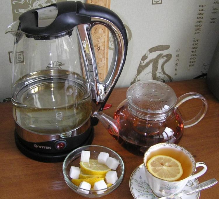 Электрический чайник пахнет пластмассой что делать