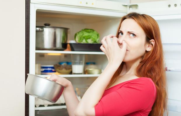 Как убрать запах из морозильника
