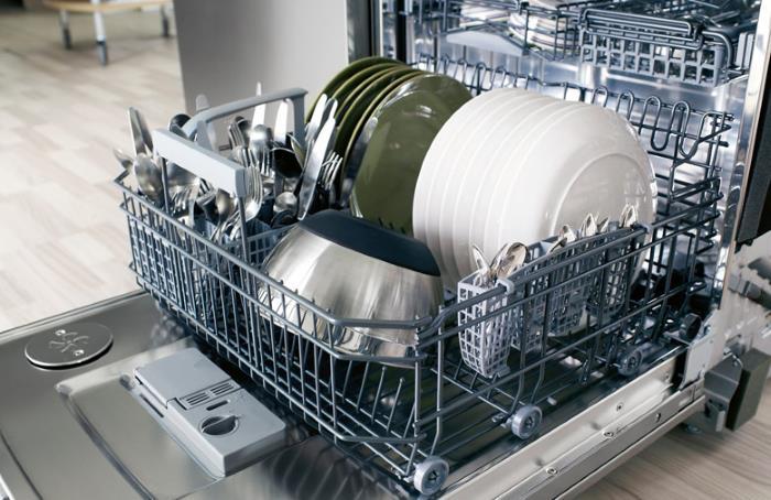 Загрузить посудомоечную машину