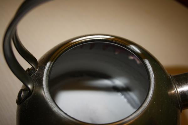 Чем убрать накипь в чайнике электрическом