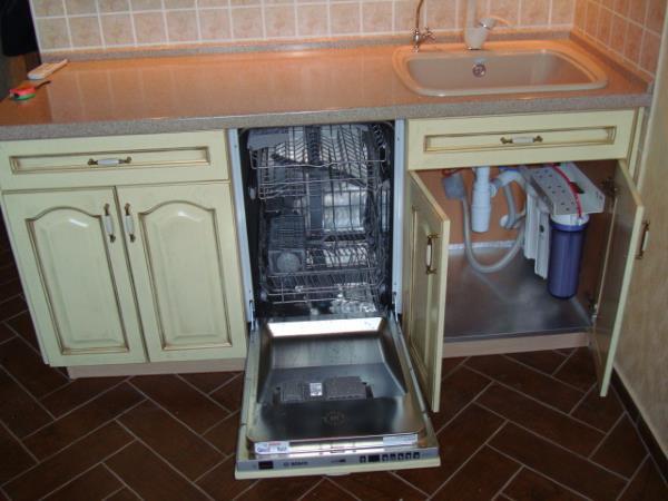 Как встроить посудомоечную машину