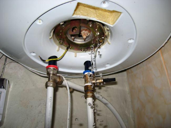 слить воду на зиму из водонагревателя